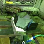 焼津工場にて、柱石に磨きをかけています。【焼津市 焼津工場】