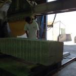 工場にて、大きな八郷みかげを加工しました【静岡県焼津市】