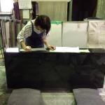 工場にて、字切りの作業が進んでます。【静岡県焼津市】