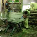 工場にて、磨きの作業をしています。【静岡県焼津市 工場】