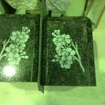 工場にて、釣月寺のお客様の花立に桜の花を彫りました。【静岡県焼津市 工場】