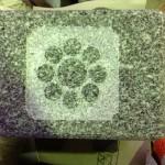 工場にて、大慶寺のお客様の水鉢に「九曜」の家紋を彫りました。【静岡県焼津市 工場】