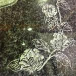 工場にて、藤枝霊園のお客様の石塔に肉合い彫りで字彫りしました。【焼津市 焼津工場】