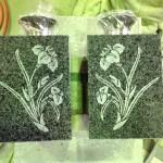 焼津工場にて、藤枝霊園のお客様の花立にアヤメを彫りました【静岡県焼津市】