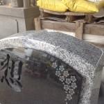 工場にて、葉梨の里霊園のお客様の石塔を仕上げています【静岡県焼津市】