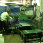 工場にて、藤枝霊園のお客様のお墓を加工しています【静岡県焼津市】