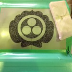 工場にて、最林寺のお客様の水鉢に「丸に三ツ星」の家紋を彫りました。【静岡県焼津市 工場】