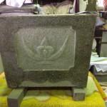 磨きなおし、彫りなおして、きれいなお墓によみがえりました!【静岡県焼津市 工場】