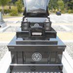 島田市の田代霊園にて、肉合彫りと富士山の彫刻が美しい洋型のお墓が完成しました。インドの本クンナム