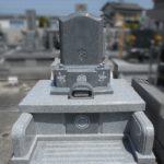 自分の書いた字でお墓の前字をつくる。藤枝市岳叟寺のお墓。
