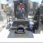 藤枝市大善寺にバラのステンドグラスが美しいプレミアム墓石が完成しました。ご家族が気持ちよくお墓参りできるお墓になりました。