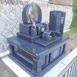 通いにくかった墓地から藤枝霊園への移転。藤枝霊園に素敵なデザイン墓石が完成しました。