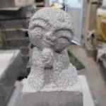 一級技能士が作った手彫りのお地蔵様が完成しました!大慶寺の庭園墓のためのかわいいお墓です。